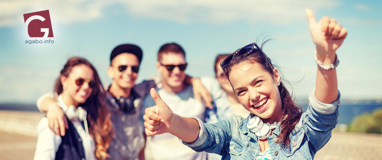 Jugendliche vor Freude strahlend